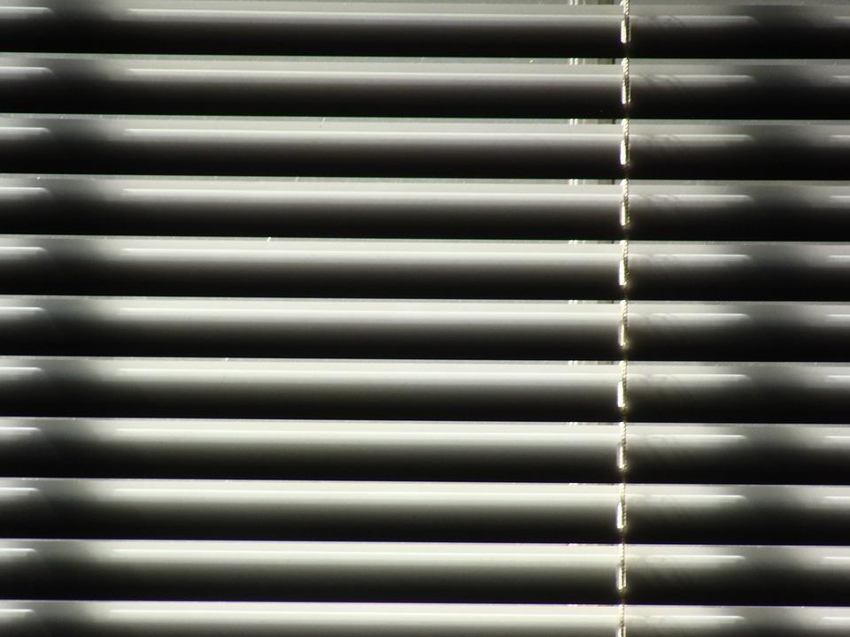 žaluzie okna