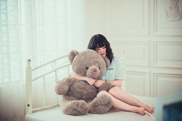 žena s medvědem.jpg