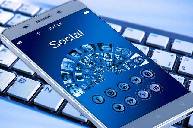 Smartphone a klávesnice