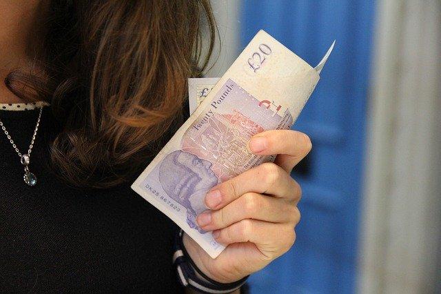 Peníze v dlani