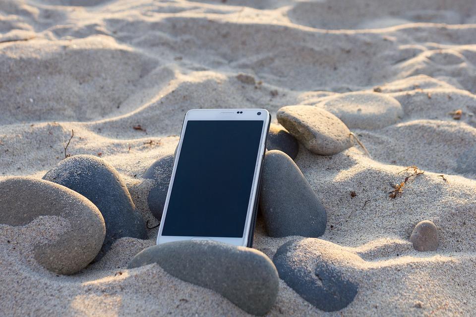 mobil na písku